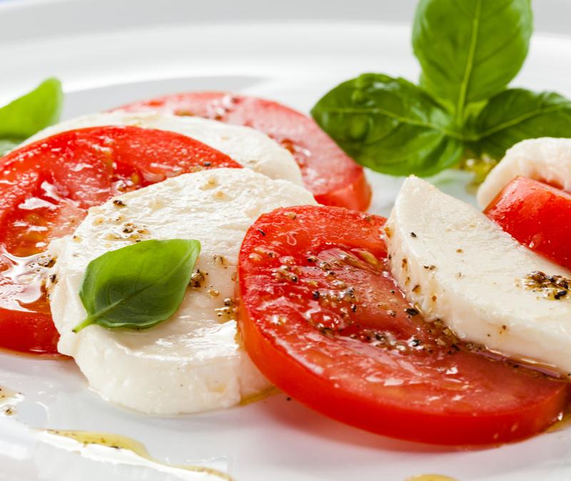 insalata capreses mozzarella tomato basil salad