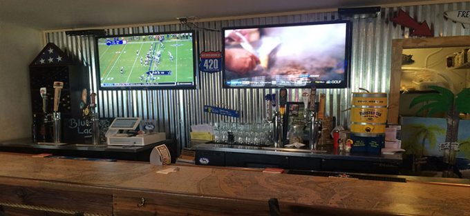 BLUE DOG BAR AND GRILL IMAGE 5