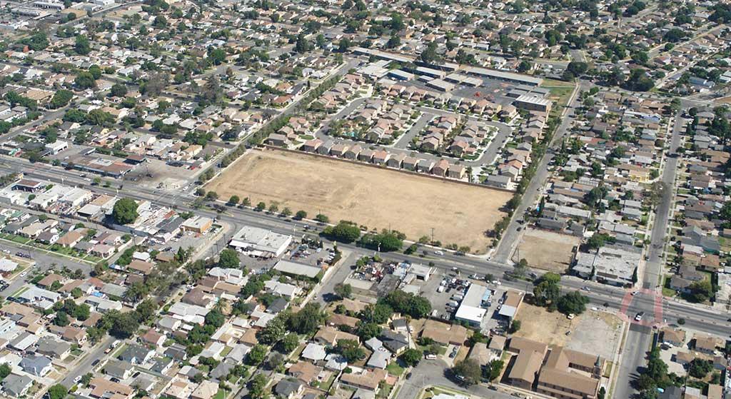 Aerial image of 2001 E. Rosecrans Avenue.