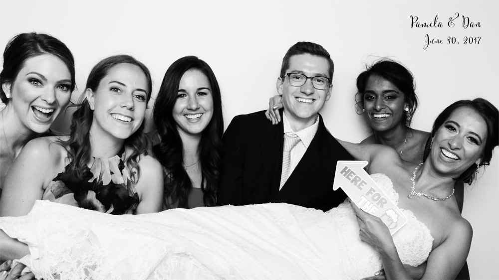 5 Reasons Your Wedding Needs a Photo Booth