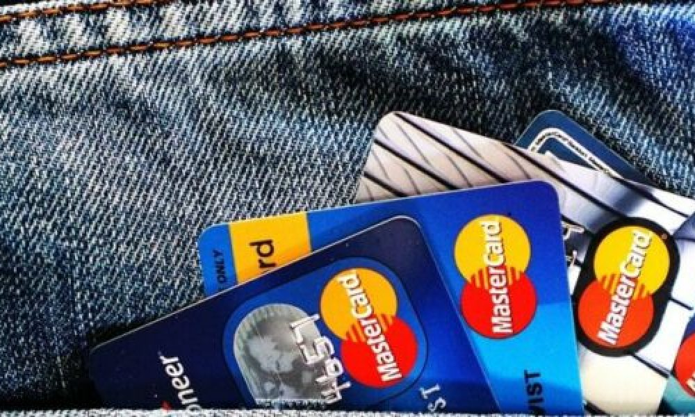 An array of credit cards that might or might not be paid.