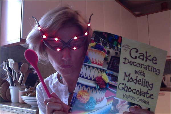 Cake Decorating with Modeling Chocolate Reader
