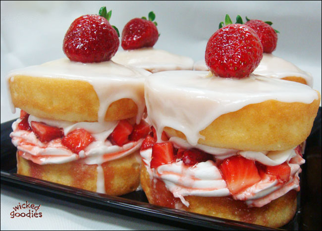 Strawberries & Cream Cakes