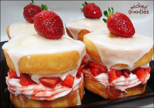 Strawberry Sandwich Cakes