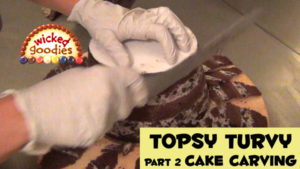 How to Carve a Topsy Turvy Cake