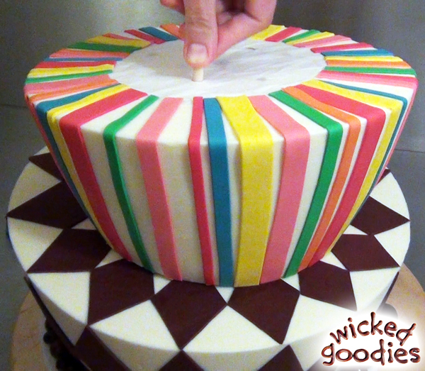 How to Use Wood Dowels in a Topsy Turvy Cake