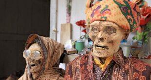 Torajan Death Ritual : इसे जनजाति जो मृत देह को भी संभाल कर रखते हैं