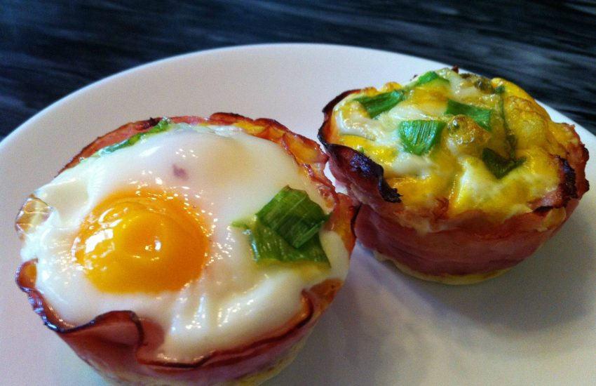 baked eggs in ham cups keto