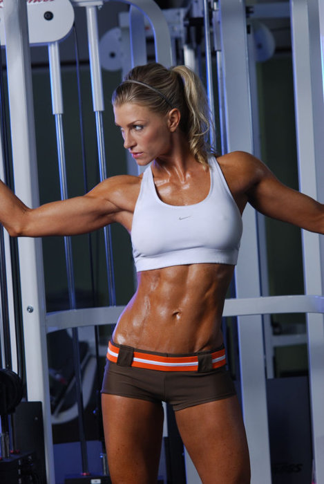 fit women with abs