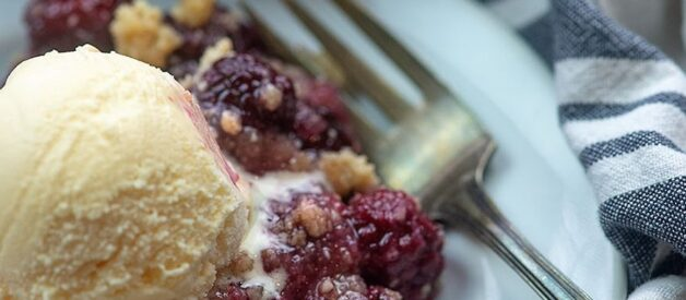 KETO BLACKBERRY COBBLER
