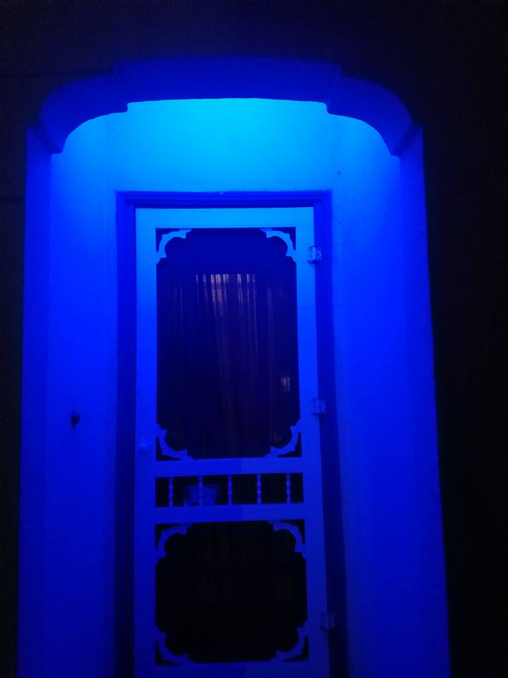"""Front porch light is now blue in honor of officer chon and as a show of solidarity to all the ssfpd officers and our nation's officer protecting us as we sleep at night."" writes SSF neighbor Davida Dean while sharing her photo"