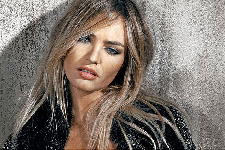 Candice-Swanepoel-Widescreen-aganist-the-wall