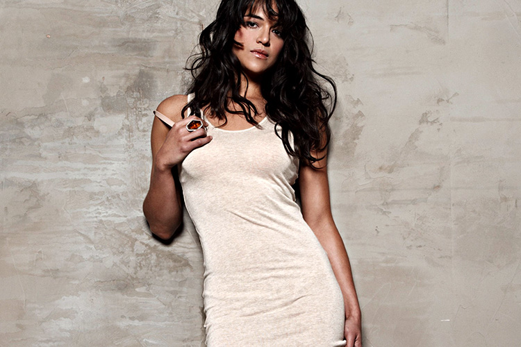 Michelle-Rodriguez-Wallpapers-aganist-the-wall