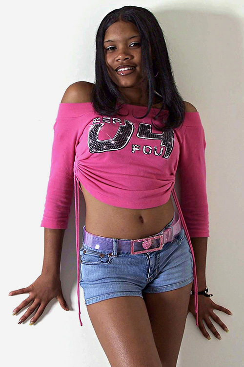 tight-blue-jeans-hot-pink-top