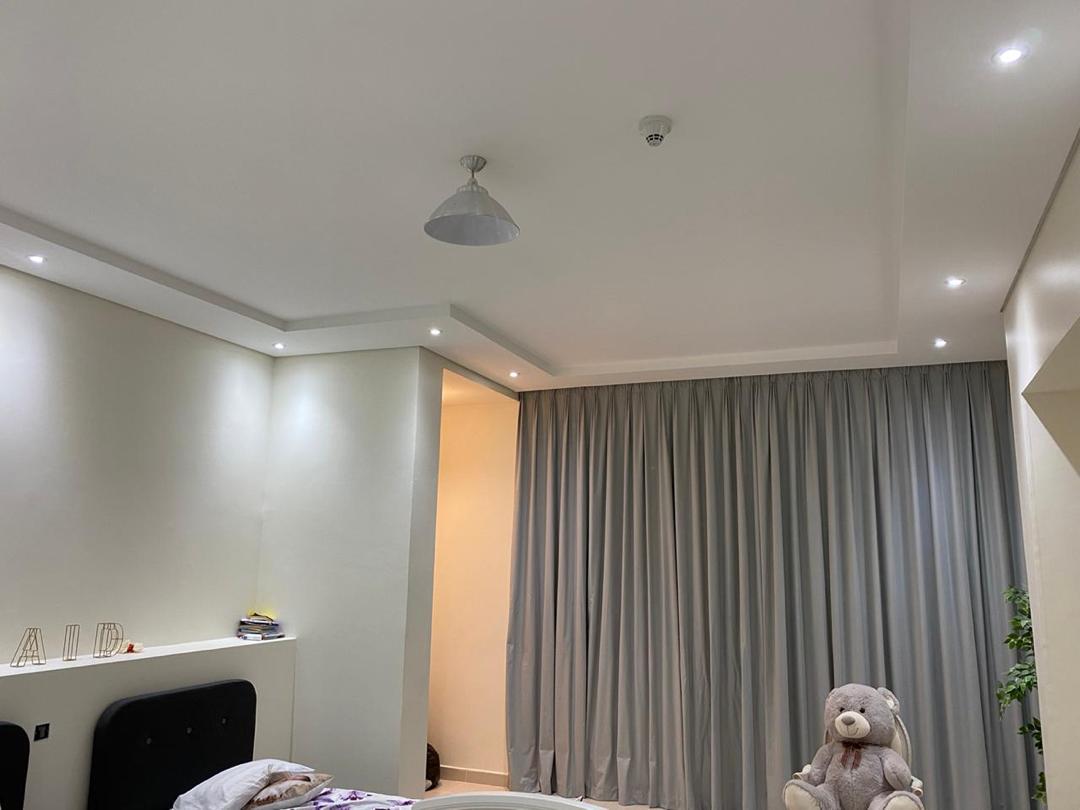 اسقف مستعارة باضاءة نفذ في غرب ياس