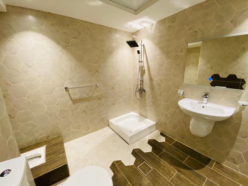 تركيب ارضية حمام بشكل ديكوري
