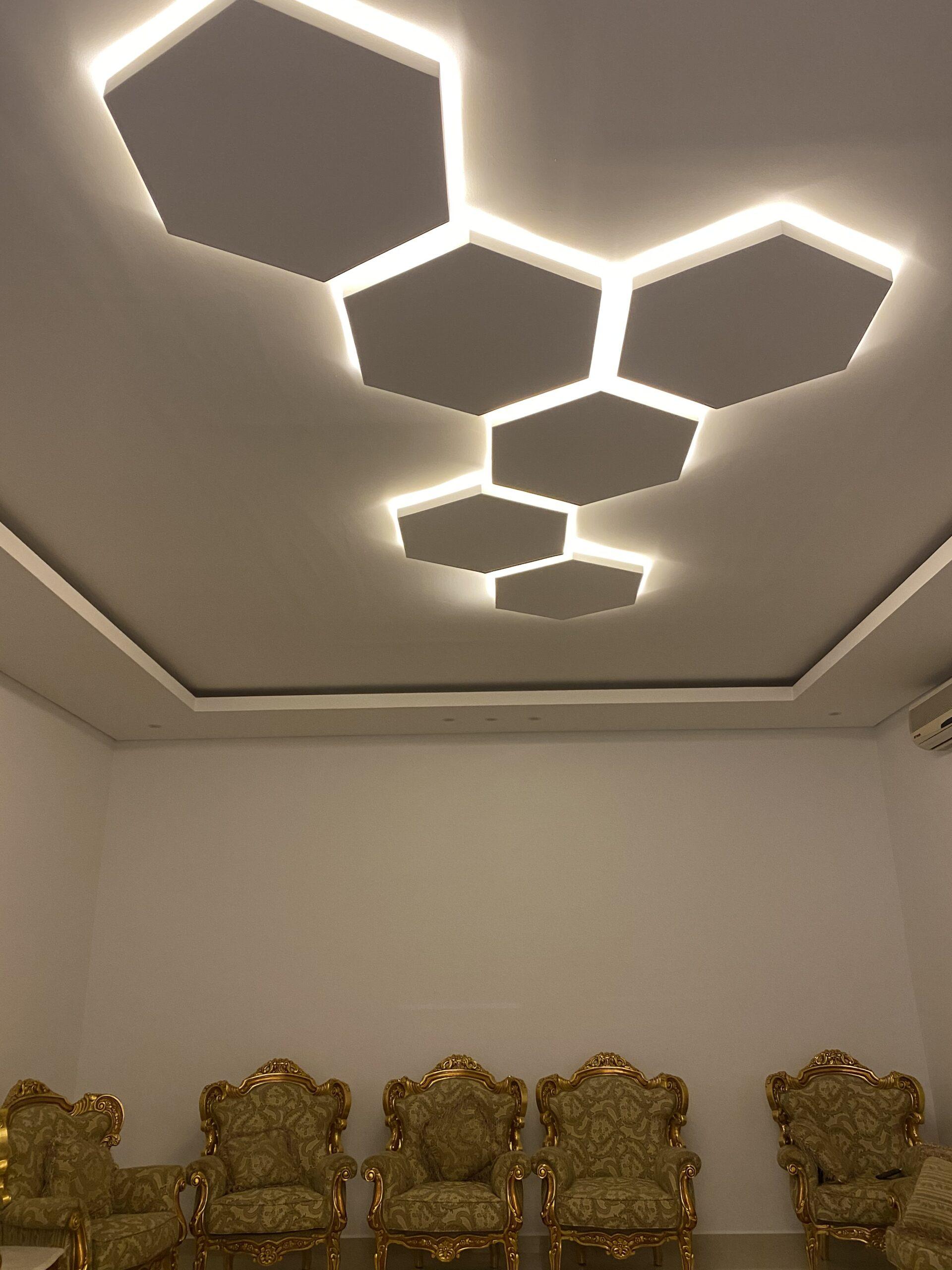 اعمال ديكور باشكال هندسية في مجالس الشامخة
