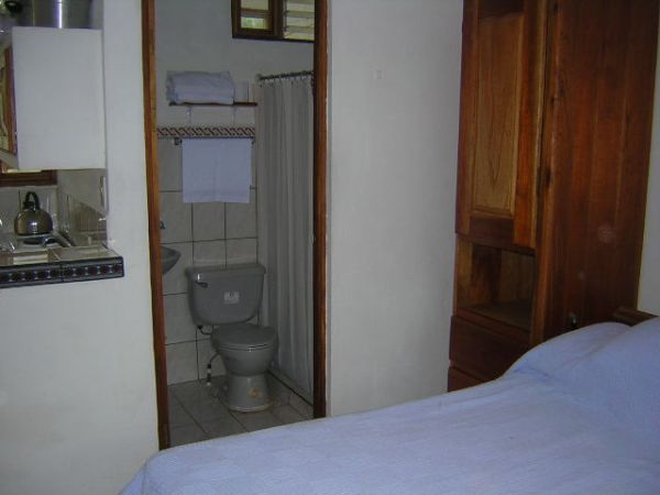 apartment-amarillos-bathroom 1-Ciudad Colón-Costa Rica