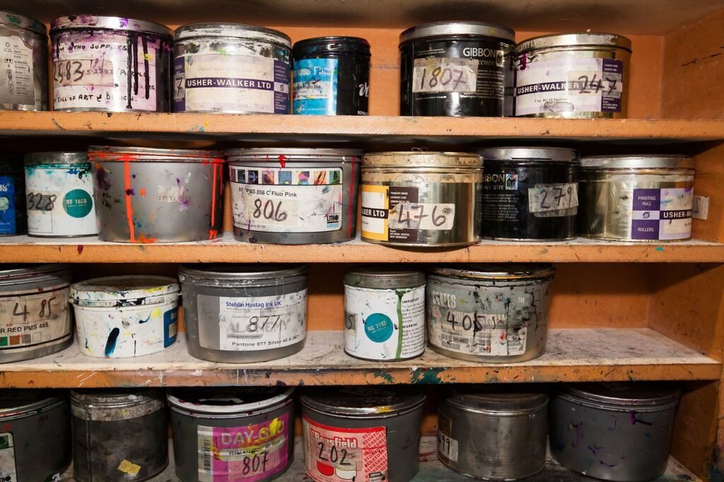 color, cans of paint, clamping colors