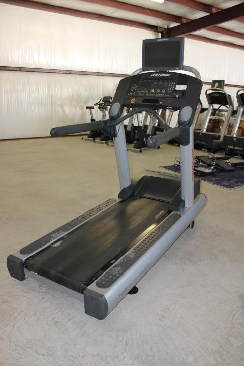 Life Fitness Integrity CLSTDMLXX Commercial Treadmill