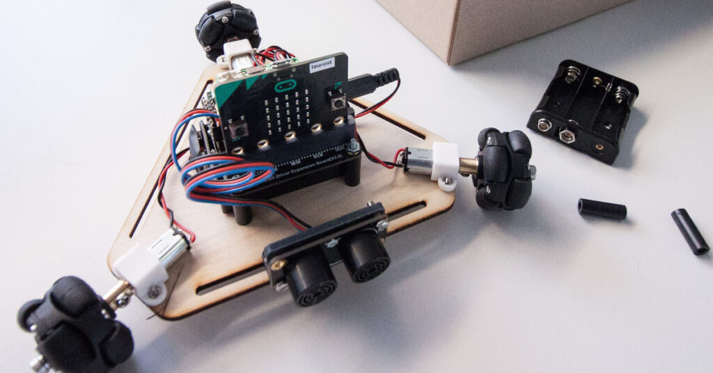 Learn how this robotics kit can fit into your STEM program and how to use it in distance learning.