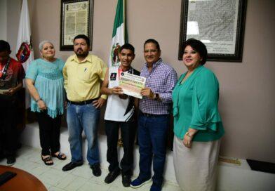 Reconoce gobierno de Salvador Alvarado a deportistas destacados