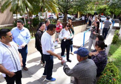 Inicia Carlo Mario Ortiz jornada de entrega de gel antibacterial a los ciudadanos