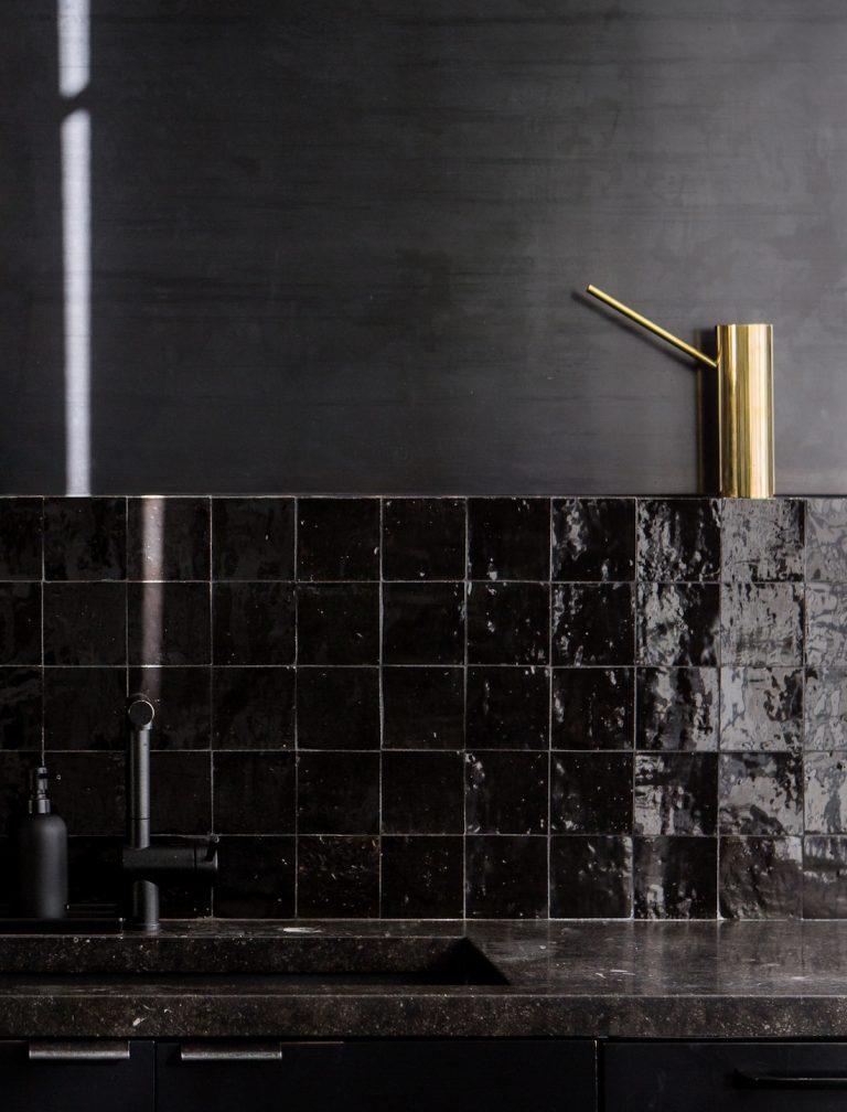 all-black-studio-kitchen-hollis-joliet-8-768x1008
