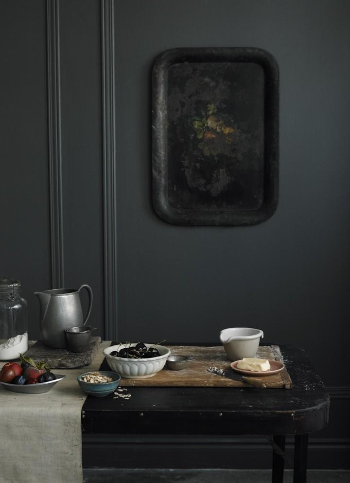 john-cullen-photo-black-tray-remodelista