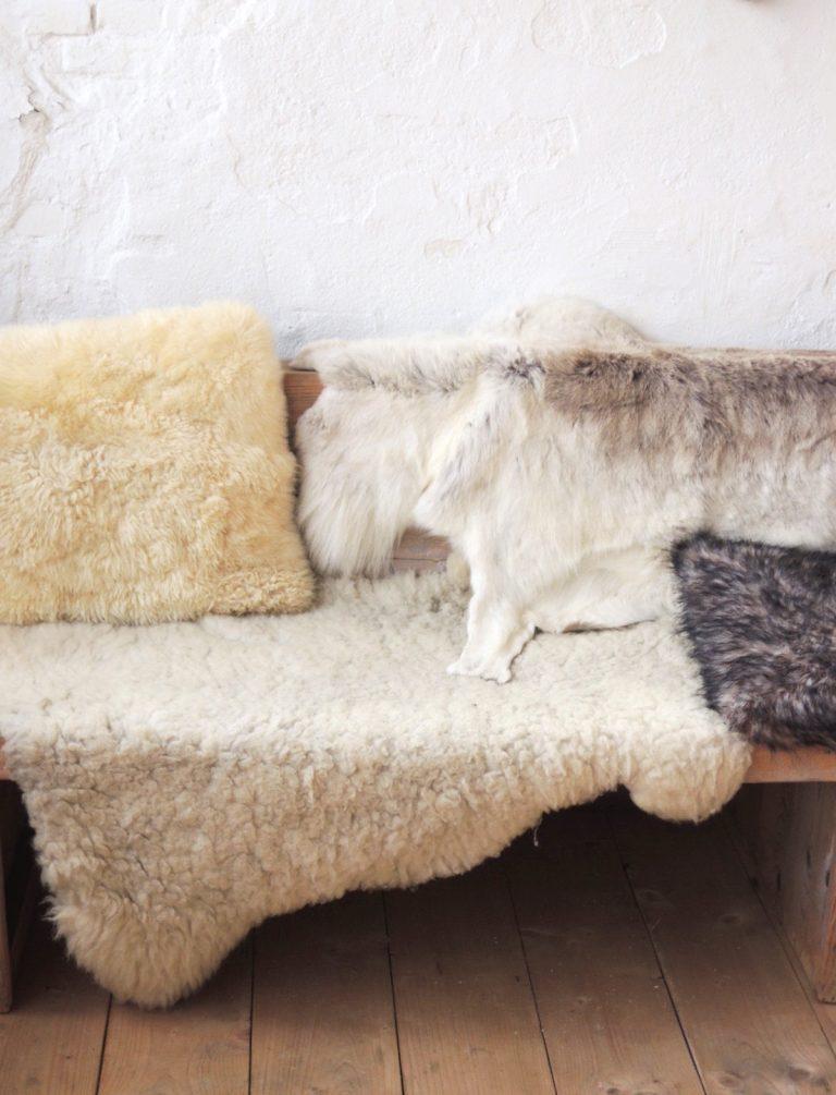 sheepskins-carla-zwart-met-melt-suiker-remodelista-768x1005