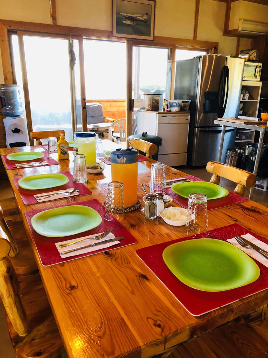 Lount Lake Mini Lodge Dining
