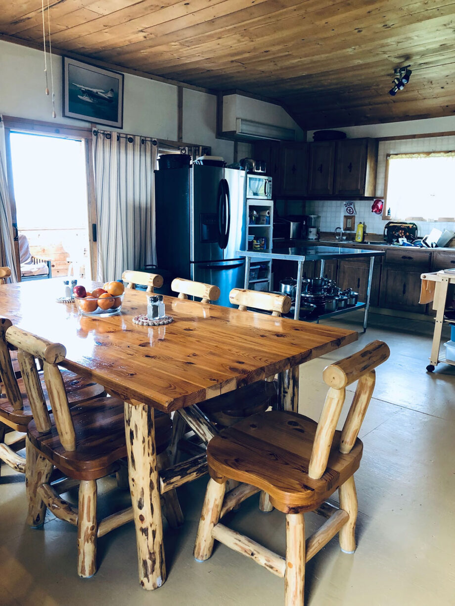 Lount Lake Mini Lodge Dining Area and Kitchen