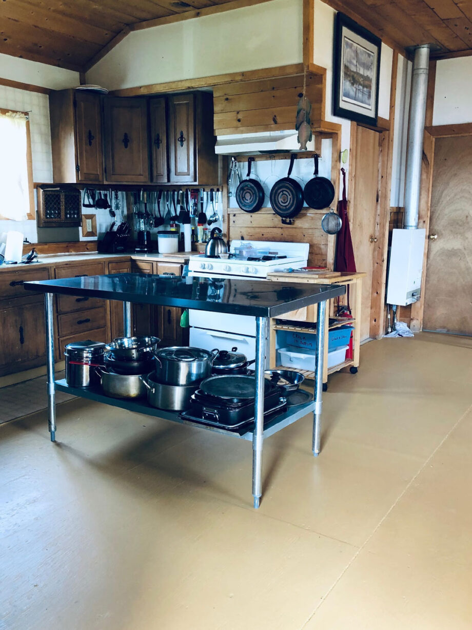 Lount Lake Mini Lodge Kitchen
