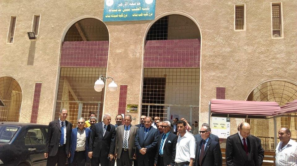 الدكتور محمد المحرصاوي يتواصل مع الطلاب لبحث أفكارهم لتطوير الجامعة