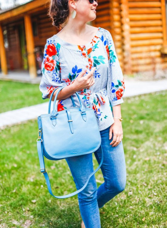 Jackson Hole Blogger wearing blue Fossil Ryder Satchel