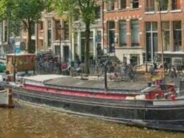 Dream Houseboat on Beautiful Canal