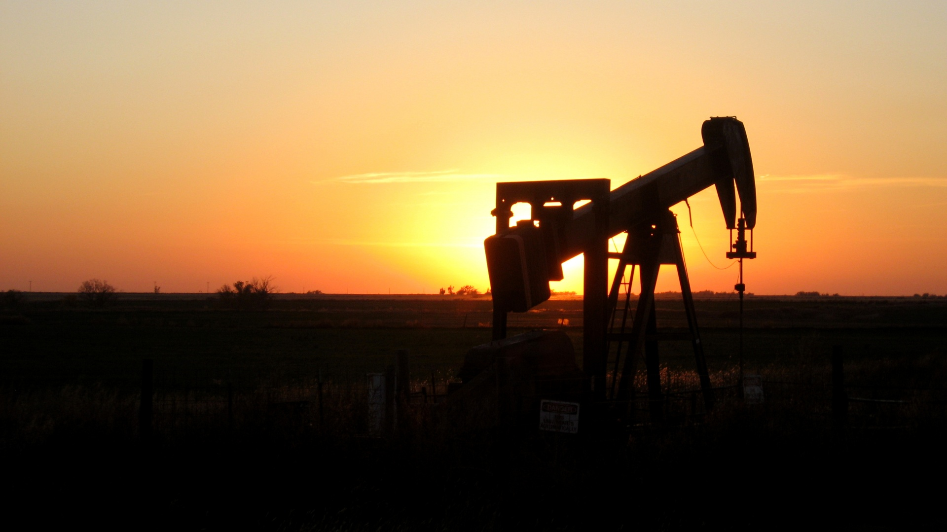 oklahoma sunset oil rig | EconAlerts