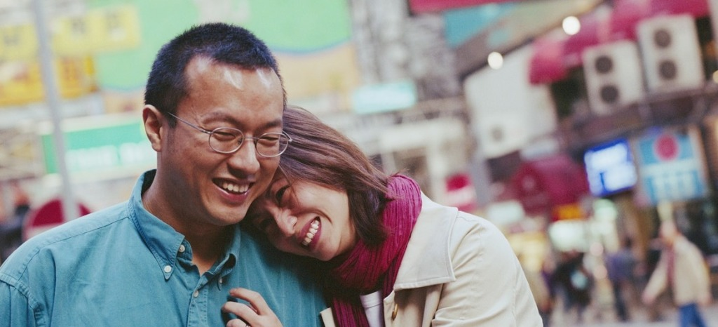 asian-couple-snuggling-1024x466