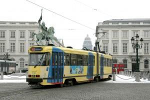 Tranvía en Place Royale (Plaza Real)