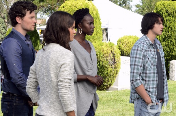 """The Messengers -- """"Path to Paradise"""" -- Image Number: MES103a_0193.jpg -- Pictured (L-R): Jon Fletcher as Joshua Jr., Sofia Black-D'Elia as Erin, Anna Diop as Rose and Joel Courtney a Peter -- Photo: Ursula Coyote/The CW -- © 2015 The CW Network, LLC. All rights reserved."""