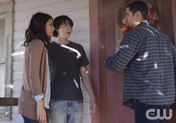 """The Messengers -- """"Deus Ex Machina"""" -- Image Number: MES107A_0014 -- Pictured (L-R): Sofia Black-D'Elia as Erin, Joel Courtney as Peter, and JD Pardo as Raul -- Photo: Cathy Kanavy/The CW -- © 2015 The CW Network, LLC. All rights reserved."""