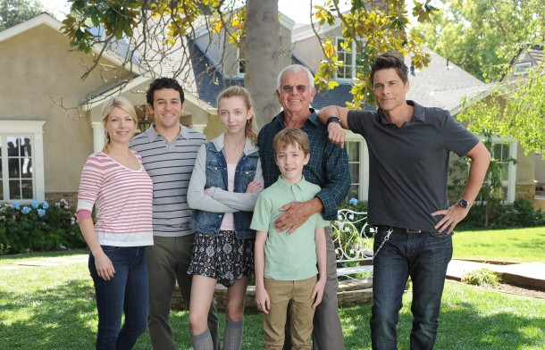 THE GRINDER:  L-R:  Mary Elizabeth Ellis, Fred Savage, Hana Hayes, William Devane, Connor Kalopsis and Rob Lowe in the series premiere episode of THE GRINDER airing Tuesday, Sept. 29 (8:30-9:00 PM ET/PT) on FOX.  ©2015 Fox Broadcasting Co.  Cr:  Ray Mickshaw/FOX.
