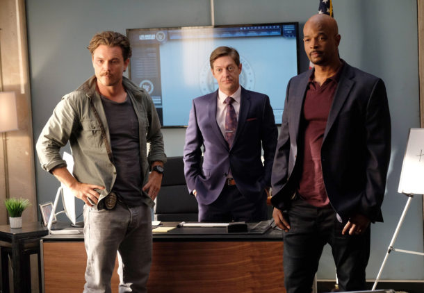 """LETHAL WEAPON: Pictured L-R: Clayne Crawford, Kevin Rahm and Damon Wayans in the """"Surf n Turf"""" episode of LETHAL WEAPON airing Wednesday, Sept. 28 (8:00-9:00 PM ET/PT) on FOX. ©2016 Fox Broadcasting Co. CR: Darren Michaels/FOX"""