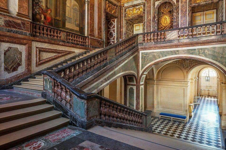 Queen or Marble Staircase- History of European Palaces Decor