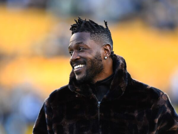 Is Buccaneers' Antonio Brown a Start or Sit in Fantasy Football Week 9?