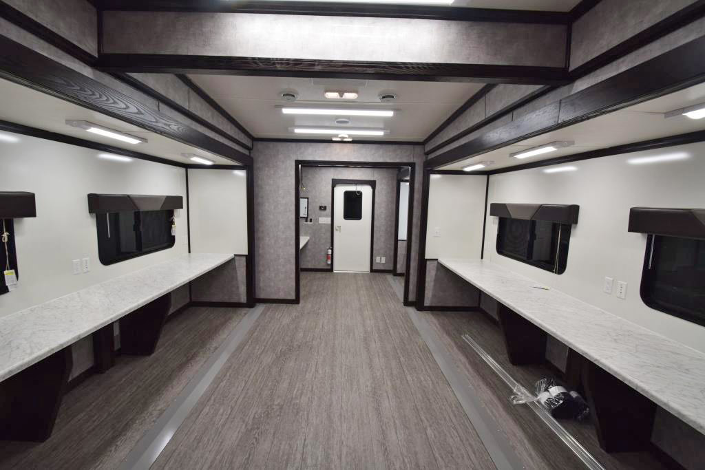COMMAND TRAILER FULL ROOM