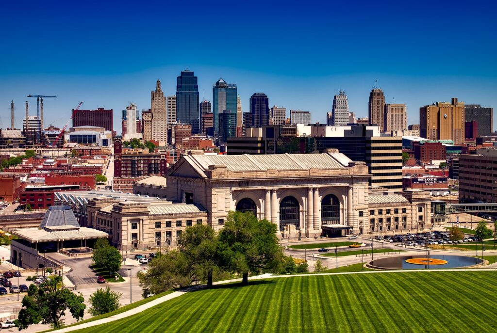 Skyline of Kansas City, a beautiful city with tons of great, dog-friendly places!