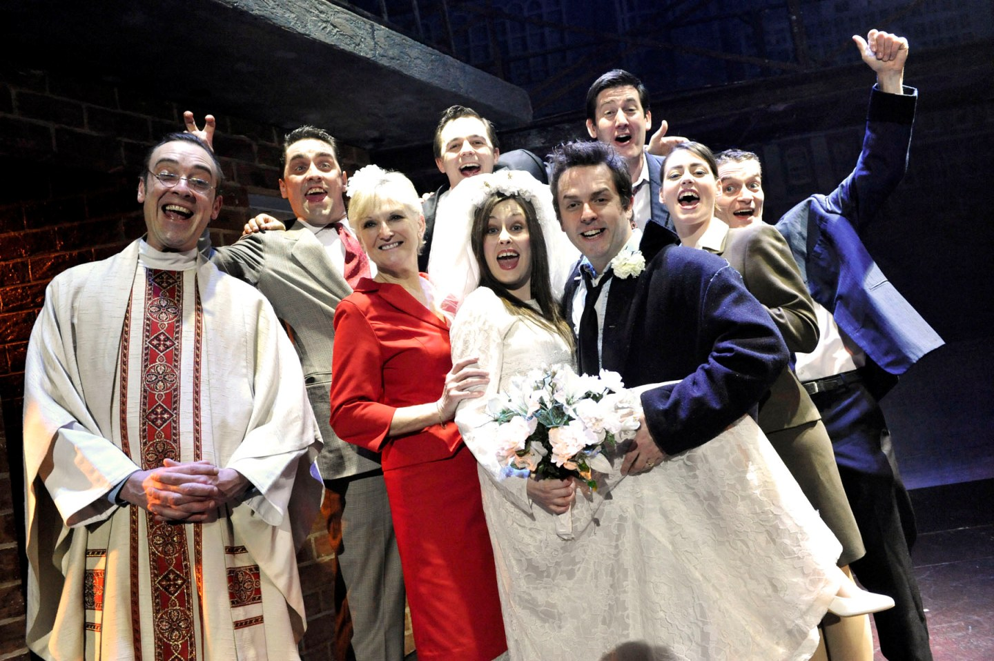 blood-brothers-lyn-paul-as-mrs-johnstone-previous-cast-production