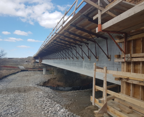 Photo of a side view of the West Robinson Creek bridge structure