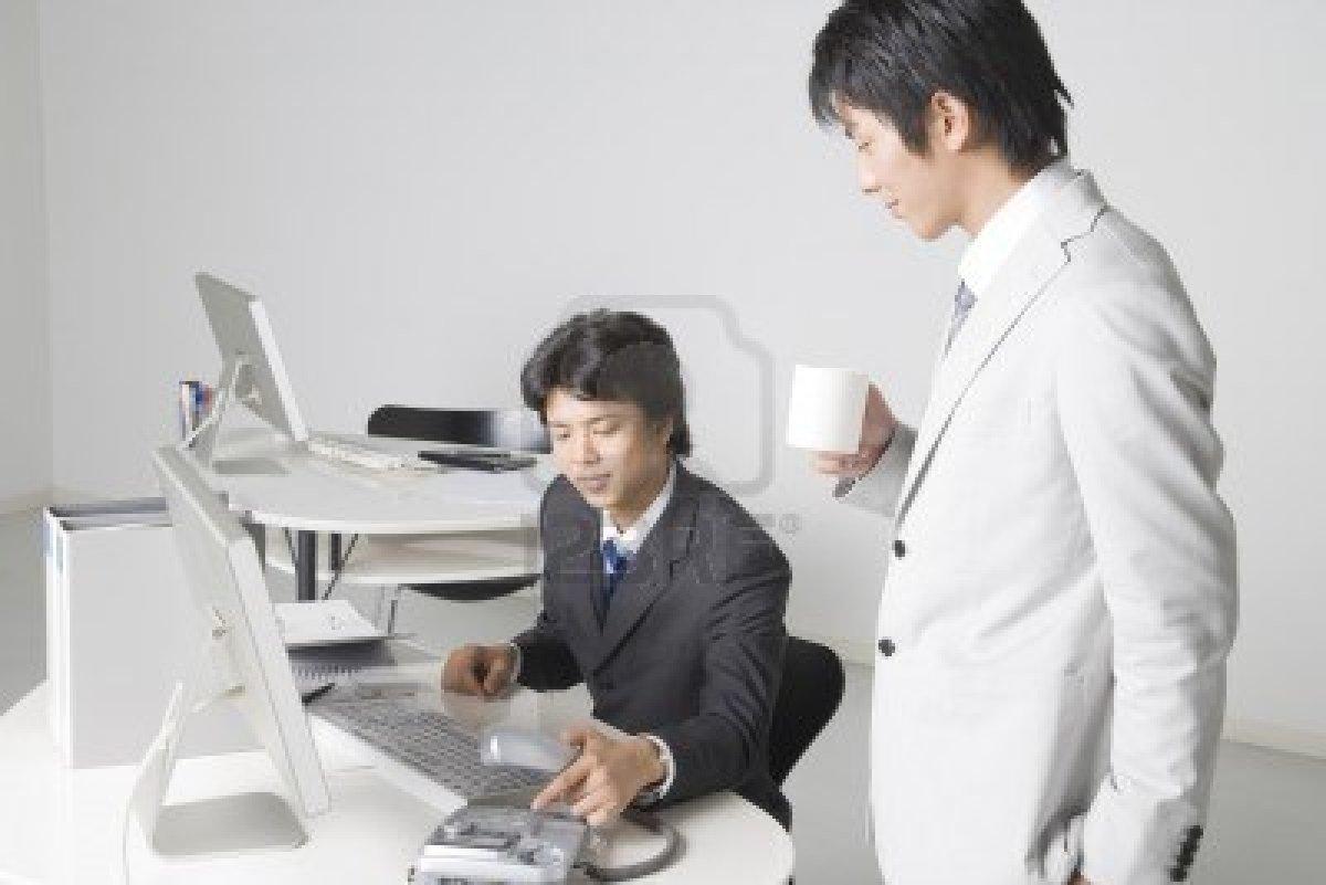 6863464-trabajador-de-la-oficina-japonesa